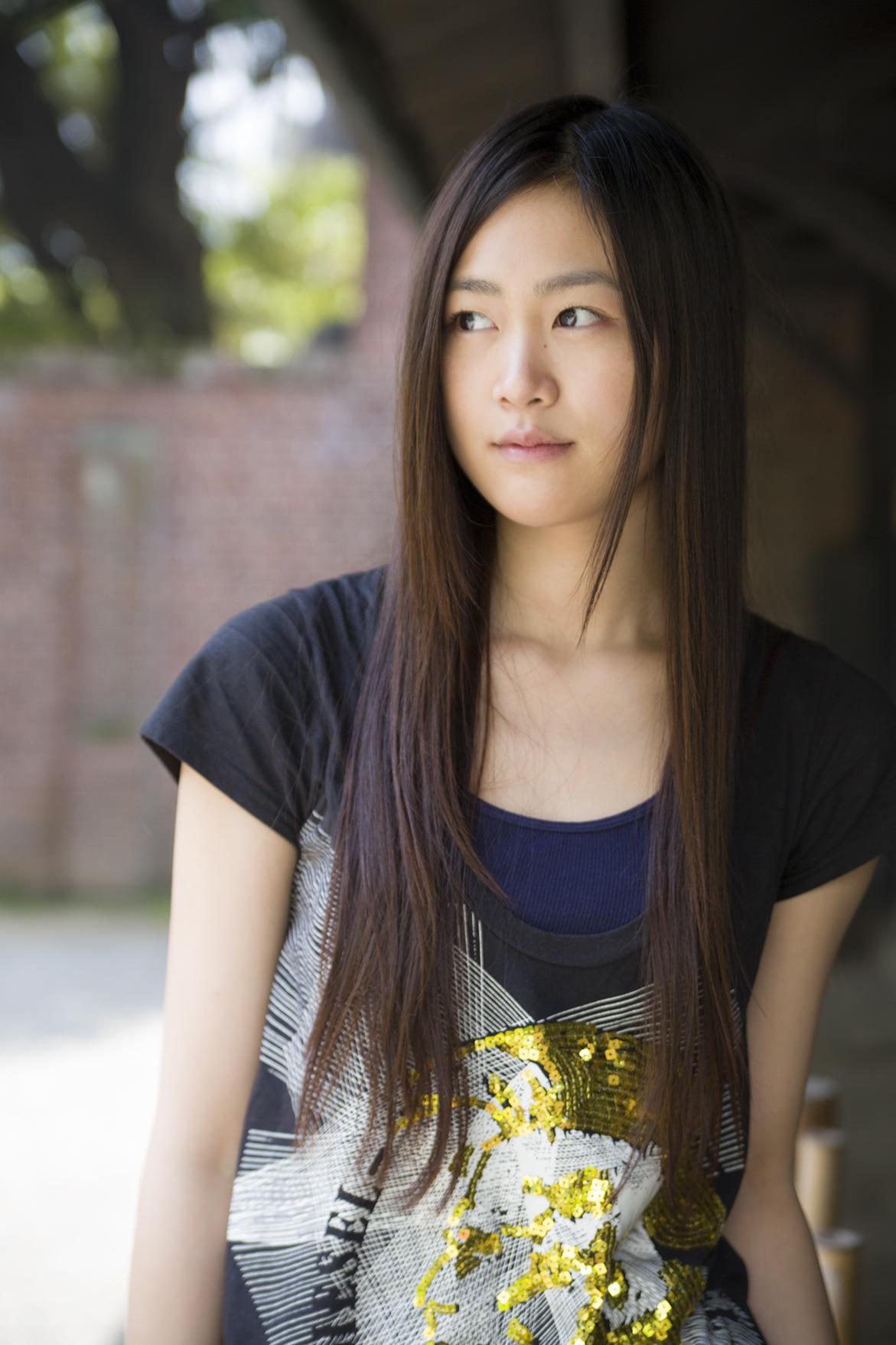 "NAVER まとめ""モデル級の小顔で美形 しかも透明感バツグン"" 女優 小篠恵奈"